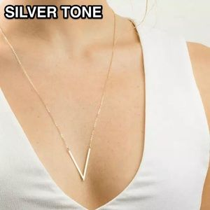 ⚜️[𝟯/$𝟭𝟴]⚜️Triangle Simple Silver Necklace New